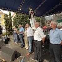 von links: Moderatorin Kateřina Hálová, Ladislav Kubeš, Autor Miloň Čepelka, Verleger Gerhard Sulyok, Jaroslav Zeman, Bürgermeister Jindřich Bláha.